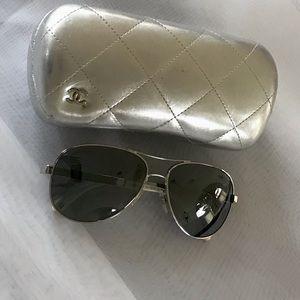 CHANEL aviator mirrored sunglasses